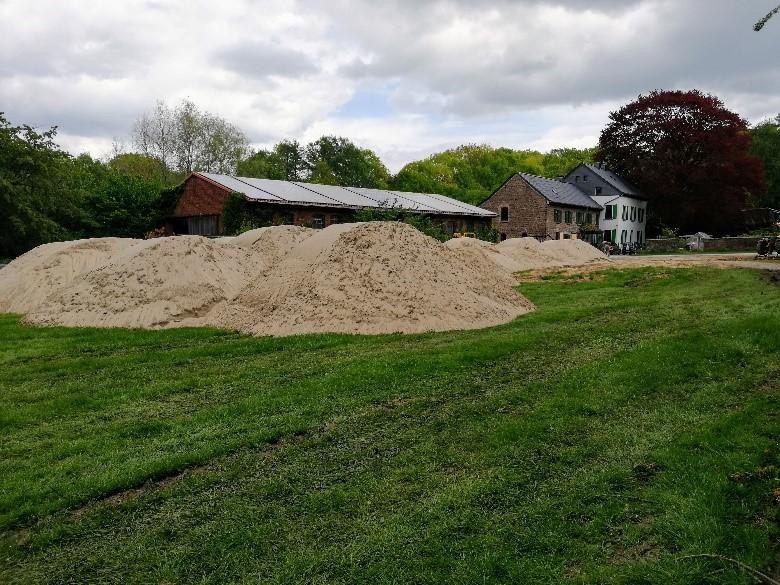 Zwischenlagerung einer Teilmenge des Drainage-Sandes