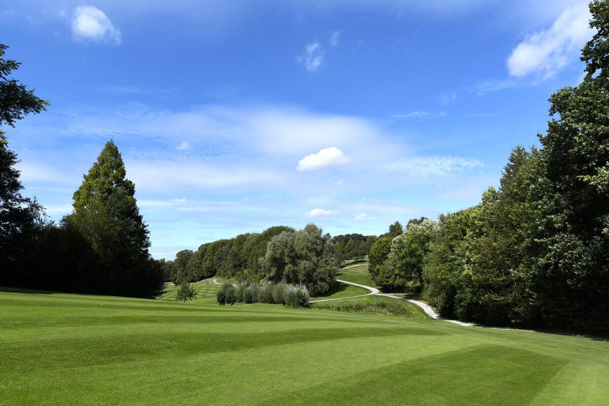 weiter Blick auf die Anlage des Golf Club Hubbelrath