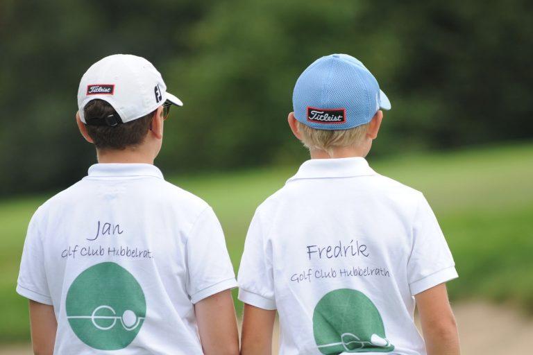Zwei Kinder beim Golf Club Hubbelrath