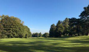 Blick auf einen Fairway des Golfclub Hubbelrath in Düsseldorf
